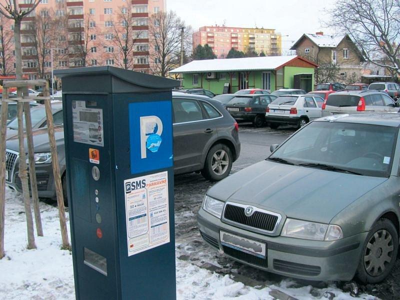 Parkovací automat je určen pro vozidla, která parkují v řadě nejblíže krnovské nemocnice. Zbytek parkoviště zpoplatněn není.