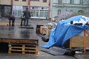 Na krnovském náměstí bude až do poloviny prosince fungovat kluziště.