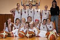 Krnovské starší žákyně hrají nejvyšší basketbalovou soutěž a zatím se snaží sbírat zkušenosti.