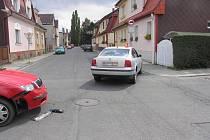 Sto třicetitisícovou škodu si vyžádal úterní střet dvou osobních vozů na křižovatce Roosveltovy ulice v Krnově.
