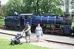 Dobrá zpráva: parní lokomotivu Malý Štokr se nadšencům podařilo opravit.  Parní jízdy startují 11. července. Nyní už se mohou výletníci svézt parním vlakem každou sobotu i neděli.