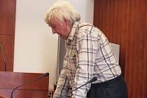 František Šumbera se pokoušel podle soudu nájemcům ve svém bytovém domě bránit v řádném užívání domu, bytu a nebytových prostor.