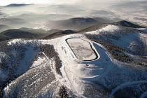 Dlouhé Stráně z ptačí perspektivy v zimě.