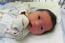 Jmenuji se ADAM SURÝ, narodil jsem se 26. května, při narození jsem vážil 3430 gramů a měřil 50 centimetrů. Moje maminka se jmenuje Šárka Surá a můj tatínek se jmenuje Jaroslav Surý. Bydlíme v Novém Jičíně.