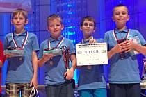 Neuvěřitelný úspěch zaznamenali mladí šachisté z Krnova, když na mistrovství republiky vybojovali stříbrné medaile.