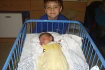 Matyáš Prawda se narodil 29.prosince 2011, vážil 2970 gramů a měřil 48 centimetrů, maminkou se stala Andrea Prawdová a tatínkem se stal Petr Prawda, Radim. Na fotce je Matyáš s bratříčkem Péťou
