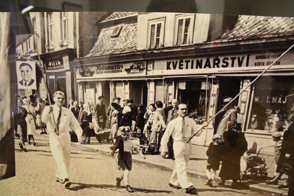 Prvomájový průvod v Krnově aktuálně představuje také výstava zvětšenin ve Flemmichově vile.