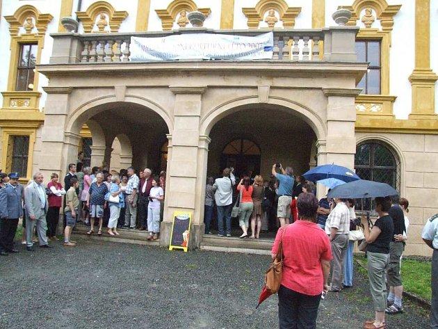 Návštěvníky zámku déšť nedodradil.