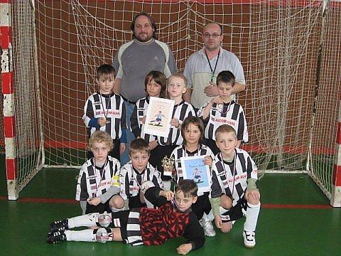 Mladí fotbalisté bruntálského Juventusu si přivezli z halového turnaje v Uničově pěkné druhé místo a nechali za sebou mimo jiné i Sigmu Olomouc.