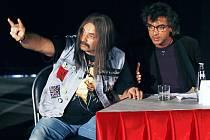 Comeback, sitcomový seriál na Nově, je založen především na dialozích Ozzáka Martina Dejdara a Tomiho Paciho v podání Tomáše Matonohy. V díle nazvaném Zlatá ledvina se baví hlavně o hrůzách a nebezpečích, které každého umělce čekají v Bruntále.