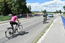 Dopravní situace kolem  mostu v Petrovické ulici se v úterý 7. července změní k nepoznání.  Čeká nás semafor, kyvadlová doprava, zákaz vjezdu ke koupališti a úplná uzavírka komunikace od mostu ke Kofole. Navíc bude zakázáno parkování u koupaliště.
