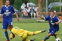 Krnovští fotbalisté (ve žlutém) prohráli na půdě Háje ve Slezsku 0:3.