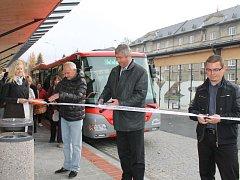 Slavnostního otevření se v pondělí dočkalo rekonstruované autobusové nádraží v Rýmařově. Ode úterka je už v plném provozu.