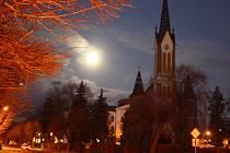 Superúplněk v těchto dnech propůjčil noční krajině magickou atmosféru, ale zajímavých astronomických úkazů bude počátkem roku 2018 plná obloha.