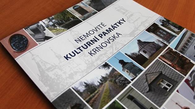 Publikaci Nemovité kulturní památky Krnovska připravila Ľubica Mezerová společně s krnovskou památkářkou Andreou Šírovou.