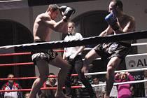 Bojovníci předvedli své umění. Na snímku Krnovák Grigorios Akritidis (vpravo) v souboji s Hajtmarem.
