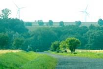 Osoblažsko má už dnes výhled na čtyři větrné elektrárny v Polsku. Projekt Větrná farma Lubrza počítá s dalšími třemi desítkami takových stožárů. O další usiluje firma Oswind na české straně, přímo na Osoblažsku.
