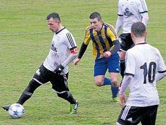 První gól vstřelil z penalty Jiří Furik (na snímku s míčem).