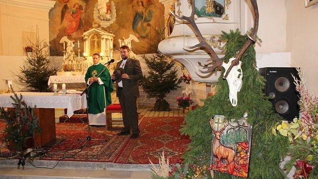 Svatohubertská mše ve Světlé Hoře se stala jedním z působivých závěrů letošních oslav 750. výročí založení obce. Nazdobený kostel se zcela zaplnil účastníky, kteří si vyslechli kázání s připomínkou odkazu svatého Huberta a také si poslechli soubor lovecký