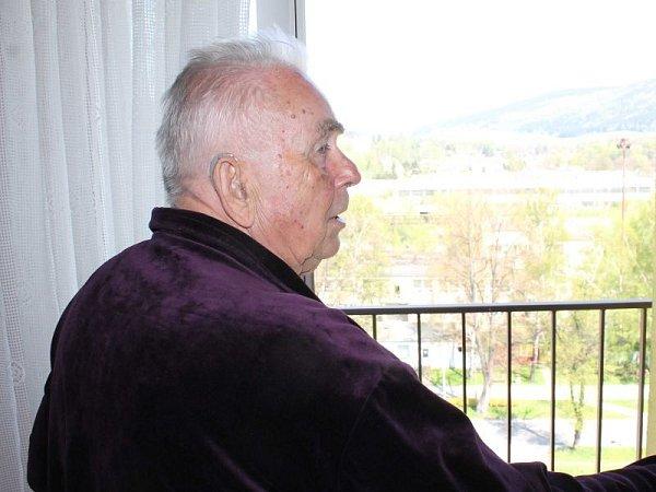 Jaroslav Koryčanský se nemůže smířit se zánikem Dřevokombinátu ve Vrbně pod Pradědem, vněmž pracoval celý život.