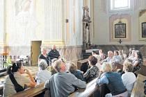 První tematická prohlídka Krnova, která se konala v sobotu 12. července, byla věnována sakrální architektuře a zavedla účastníky mimo jiné do kostela Narození Panny Marie v sousedství kláštera minoritů.
