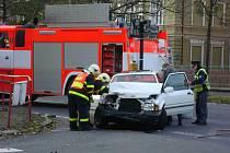 Nepříjemná nehoda se stala v pátek 22. října v 16.50 hodin na křižovatce Revoluční, Zacpalově a Bezručově kde se střetla dvě osobní auta.