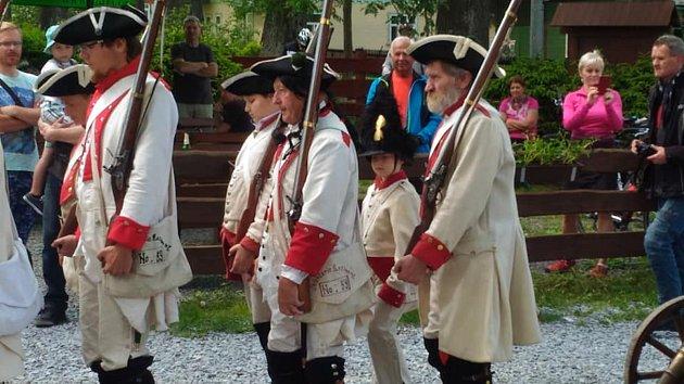 Císařská garda sdružuje fanoušky historie ze Zlatých Hor, Města Albrechtic, Krnova iJindřichova.