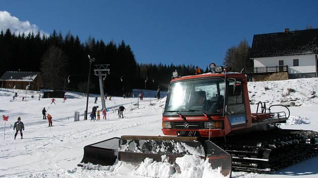 Počasí lyžařům přálo.