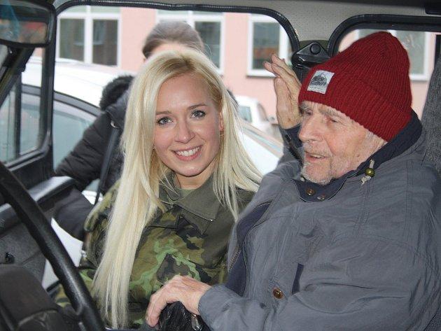 Lucie se v Krnově 18. prosince představila jako Ježíškovo vnouče. Pomohla splnit vánoční přání panu Josefovi. O týden později zahynula v Tatrách na Slavkovském štítu.