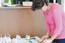 Melanie Kautzová připravila pro zájemce ochutnávku zdravé výživy, která je při prevenci Alzheimerovy choroby velmi důležitá.