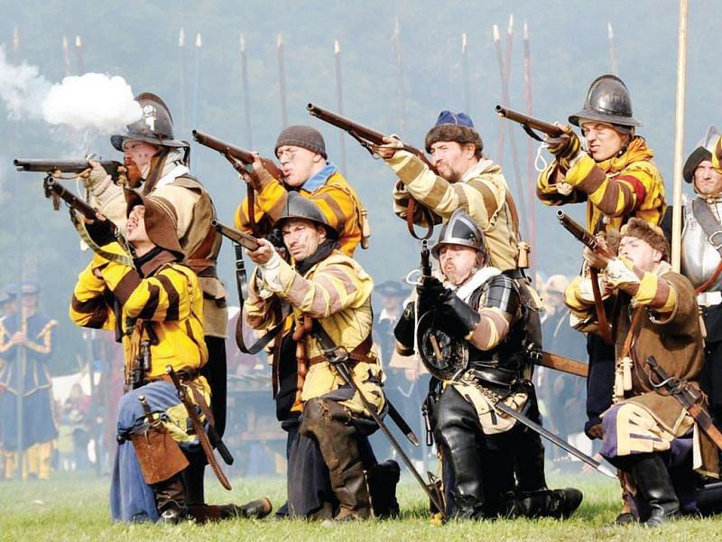Dobývání hradu, souboje, přestřelky a další podívaná čeká o víkendu diváky na hradě Sovinci.