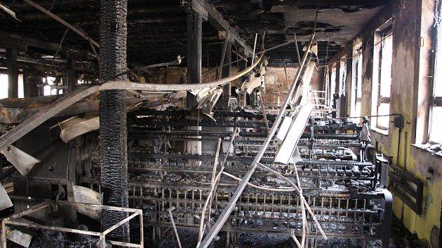 Požárem poškozený objekt bývalé krnovské textilky Karnola