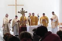 Zámecká kaple sv. Josefa ve Slezských Rudolticích naposledy sloužila k účelům bohoslužby před válkou. První bohoslužba po osmdesáti letech měla velmi slavnostní ráz.