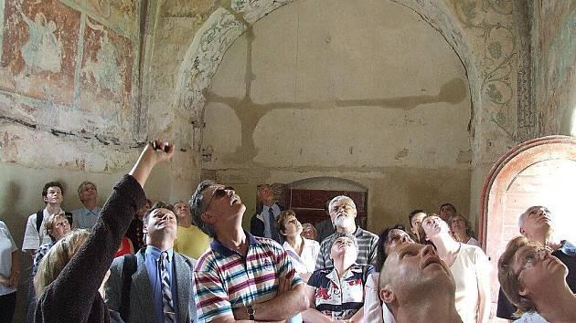 Poprvé si návštěvníci mohli fresky prohlédnout už na jaře.