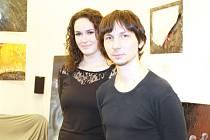 Jakub Holý se svou přítelkyní Anetou Janouškovou zavítali do krnovského gymnázia představit tvorbu nadějného umělce.