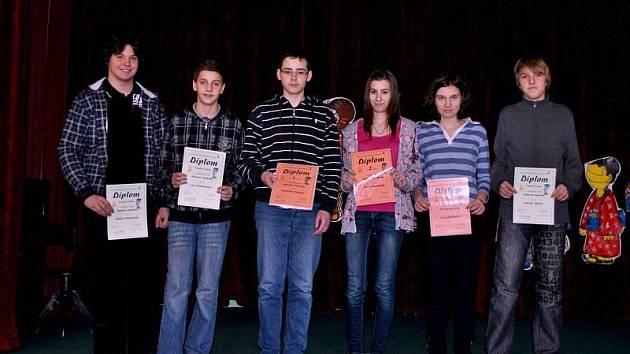 Účastníci dějepisné olympiády museli letos v Krnově prokázat své vědomosti na téma Čím se v minulosti platilo. Ti nejlepší účastníci postupují, a budou náš region reprezentovat v krajském kole v Ostravě.