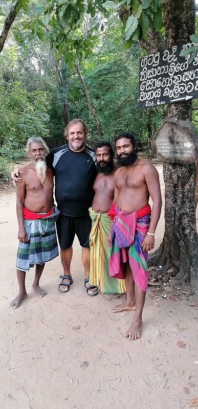 Vladimír Kořínek na návštěvě u Véddů, původních obyvatel Srí Lanky.