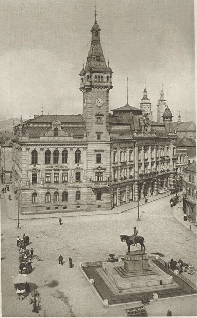 Krnovske náměstí vletech 1908až 1918zdobila socha Františka Josefa I. Socha byla postavena za císařova života, zesnul 21.listopadu 1916.
