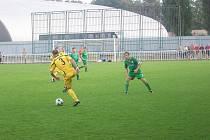 Krnovským fotbalistům se dařilo soupeře přehrávat a zejména v prvním poločase měli více šancí na vstřelení gólu.