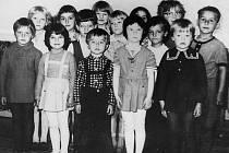Děti z Mateřské školy v Jindřichově, rok 1974.