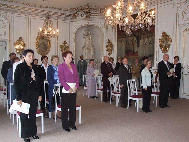 Audienční sál bruntálského zámku dodal imatrikulaci studentů Univerzity třetího věku slavnostní ráz.