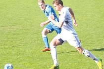 Krnovští ve Slavičíně gólově neuspěli. Na snímku s míček záložník Petr Navrátil.