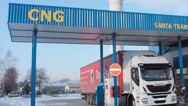 CNG je stlačený zemní plyn využívaný jako levné a ekologické palivo do aut. Nyní je dostupné také v Krnově.