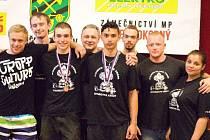 Tým mladých krnovských silových trojbojařů zanechal ve Zbýšově velmi dobrý dojem, Krnováci vybojovali dvě bronzové medaile a i v hodnocení družstev skončili mezi jednadvaceti celky třetí.