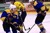 Hokejisté HK Krnov si po vítězství na ledě Horního Benešova vyšlápli i na vedoucí celek krajské soutěže Kopřivnici, vyhráli 4:3 Krnovští hokejisté jsou ve formě.
