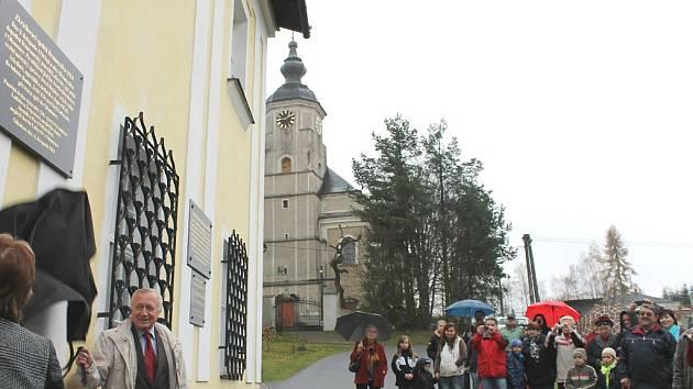 Pamětní desku umístili v obci Ryžoviště nadšenci na budovu, v níž byl před dvě stě dvaceti lety vězněn generál Lafayette před transportem do Olomouce.