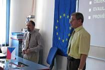 Obdiv pedagogům vyjádřil rovněž starosta města Bruntálu František Struška (vpravo). Právě radnice se stala partnerem projektu.