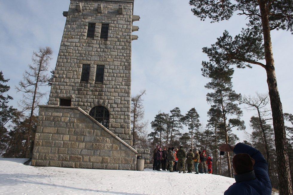 Zimní táboření v Úvalně pod rozhlednou Hanse Kudlicha.