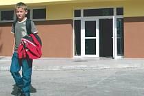 Základní škola ve Městě Albrechticích má zabezpečovací systém již zavedený. Do školy se cizí osoba jen tak nedostane.