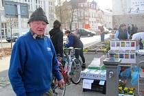 Štefan Trenčanský jako zahradník prodává své výpěstky na řadě tržnic mnoha měst. Tu krnovskou považuje za dost nepřívětivou vůči trhovcům.
